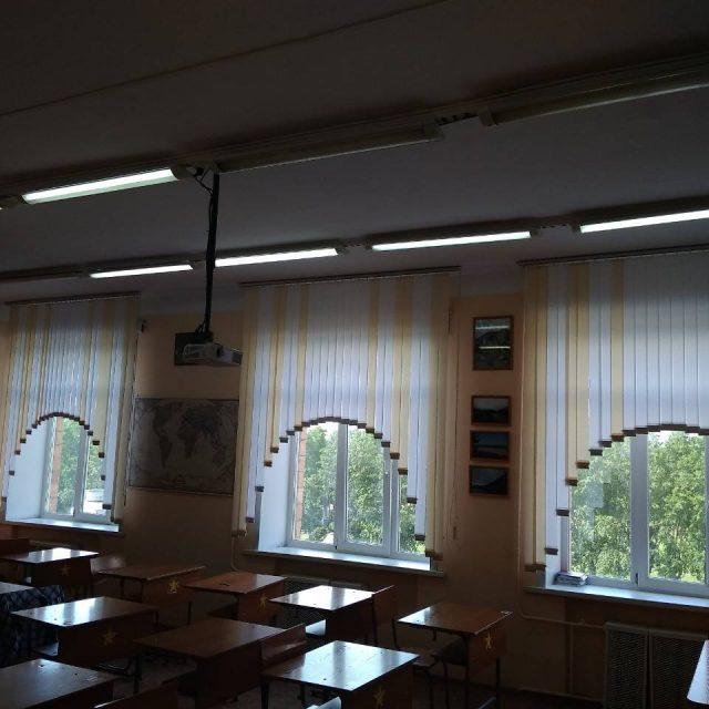 Вертикальные жалюзи в классе